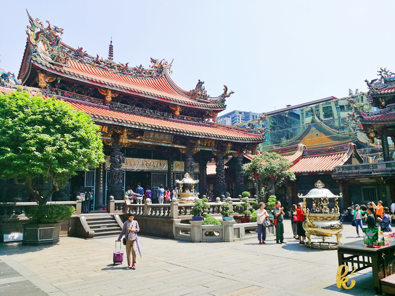 taiwan, travel, places to visit in taiwan, taiwan tourism, taiwan travel, longshan temple